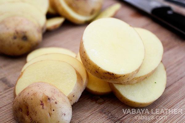 khoai tây làm sạch đồ da