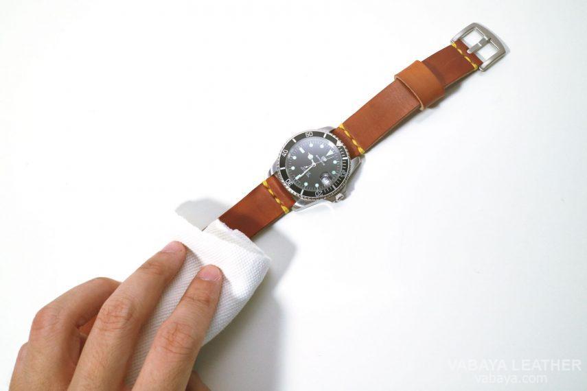 vệ sinh dây đồng hồ