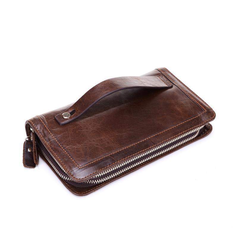 Một chiếc ví dài được làm từ da bò thật