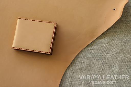 Một chiếc ví được làm từ da mộc