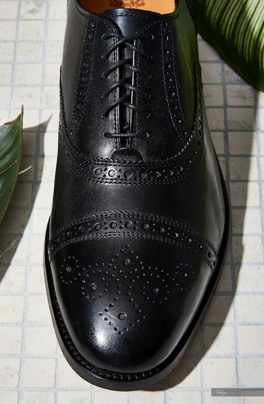 Đen, nâu, nâu đỏ, nâu vàng là những gam màu chủ đạo của thiết kế giày Brogue.
